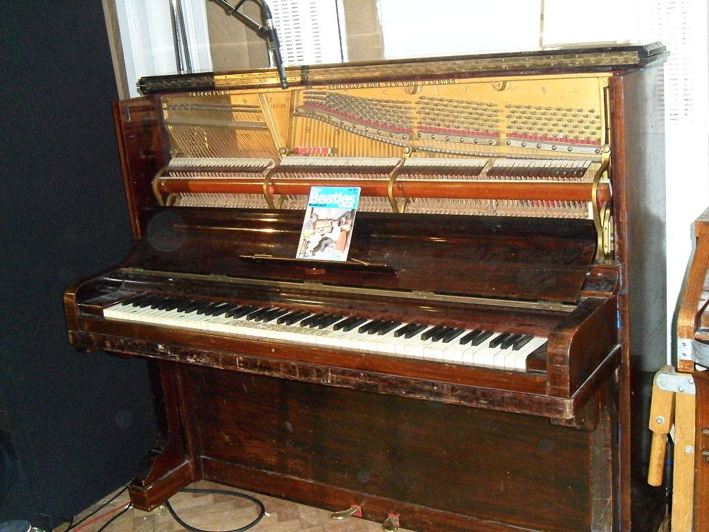 tack piano Steinway_Vertegrand,_Abbey_Road_Studios